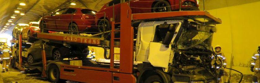 Mehrstündiger Einsatz: Schwerer LKW-Unfall im Zetzenbergtunnel