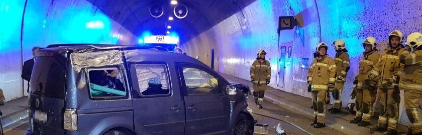 Schwerer Verkehrsunfall mit gemeldetem Fahrzeugbrand im Hieflertunnel