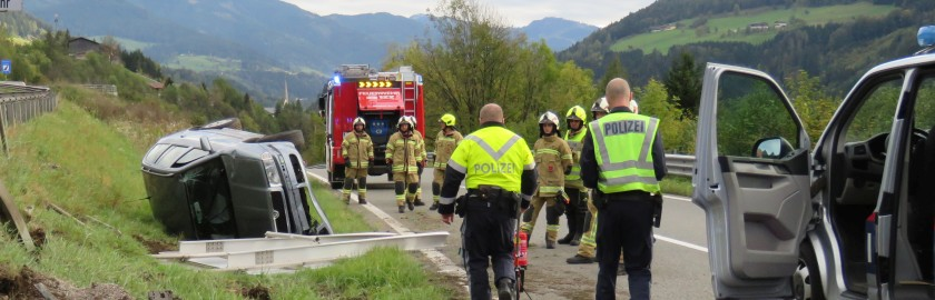 Schwerer Verkehrsunfall, Autobahnabfahrt Pfarrwerfen, Fahrtrichtung Villach