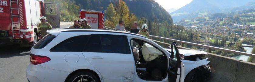 Unfall mit drei Fahrzeugen auf A10