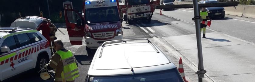 Verkehrsunfall auf A10: PKW prallt gegen Tunnelportal
